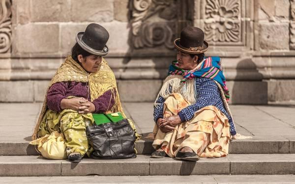 Chiếc mũ quả dưa lại là trở thành biểu tượng thời trang và món phụ kiện không thể thiếu trong trang phục của người dân Bolivia.