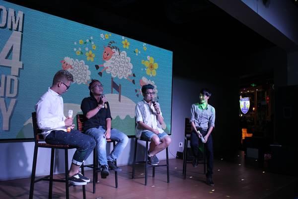 Góp vui vào chương trình, còn có tiết mục văn nghệ Bốn Chữ Lắm đến từ các chàng trai iVIVU.com như Nguyên Phạm, Hoàng Anh, Bá Niên, Minh Phạm.