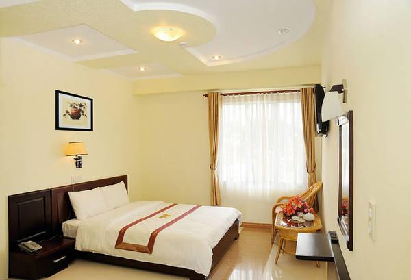 hách sạn được thiết kế theo phong cách 3 sao với 75 phòng đẹp được trang bị tiện nghi tốt, hiện đại.