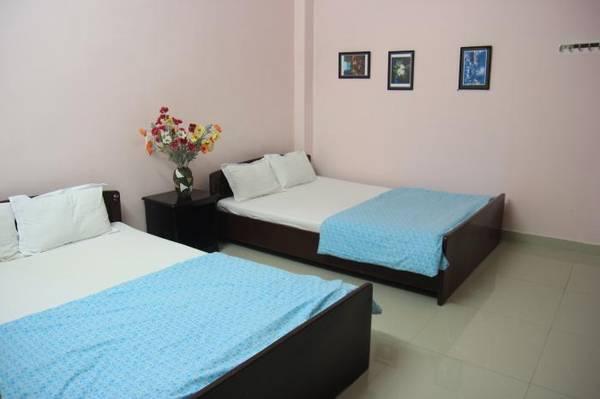 Khách sạn gồm 15 phòng, phòng khách thiết kế đơn giản và trang bị đầy đủ tiện nghi cơ bản