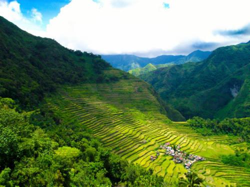 Ruộng bậc thang là một trong những cảnh quan khá phổ biến ở một số nước Đông Nam Á, nhưng không có điểm nào sánh bằng vẻ đẹp kỳ vĩ của Banaue, Philippines.