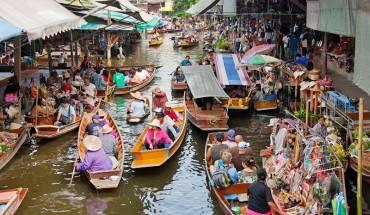Chợ Damnoen Saduak là một trong những chợ nổi lâu đời nhất tại Thái Lan. Ảnh: Bangkok.com