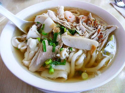 banh-canh-hu-tieu-dam-huong-vi-bien-vung-tau-ivivu-1