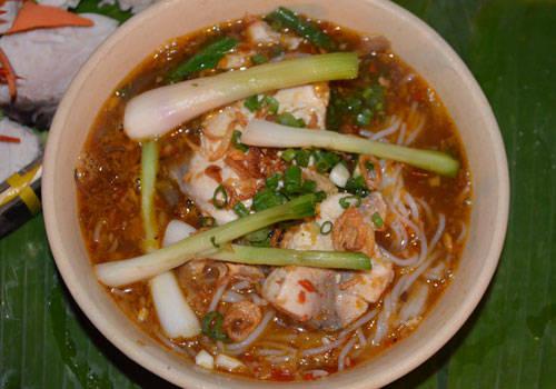 banh-canh-hu-tieu-dam-huong-vi-bien-vung-tau-ivivu-2