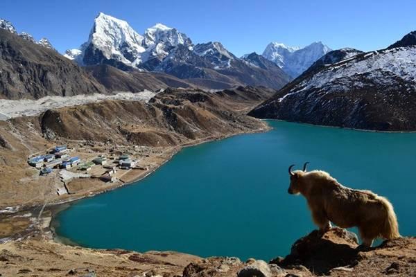Hồ ở độ cao hơn 4000m so với mực nước biển.
