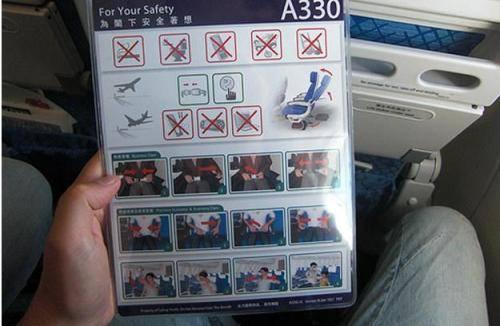 Chủ động tìm hiểu những cách thoát hiểm khi máy bay gặp nạn là một trong những cách để tăng thêm cơ hội sống sót.