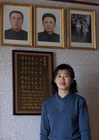 Chuyến thăm của các vị lãnh đạo vẫn khiến người phụ nữ này bàng hoàng xúc động khi nhớ lại.