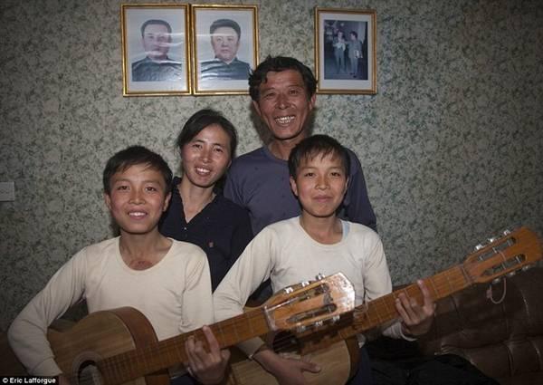 Theo truyền thống ở Triều Tiên, buổi tối kết thúc bằng âm nhạc.