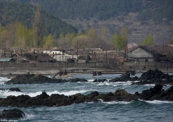 80% du khách tới thăm ngôi làng là người Trung Quốc và họ ngạc nhiên trước sự thanh khiết của không khí nơi đây.