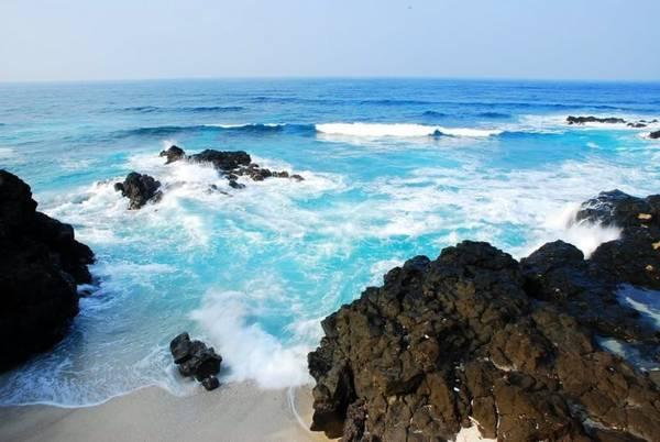 Nước biển xanh trọng tại đảo Bé.