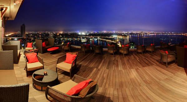 Hà Nội có rất nhiều quán cà phê có không gian đẹp và lãng mạn.