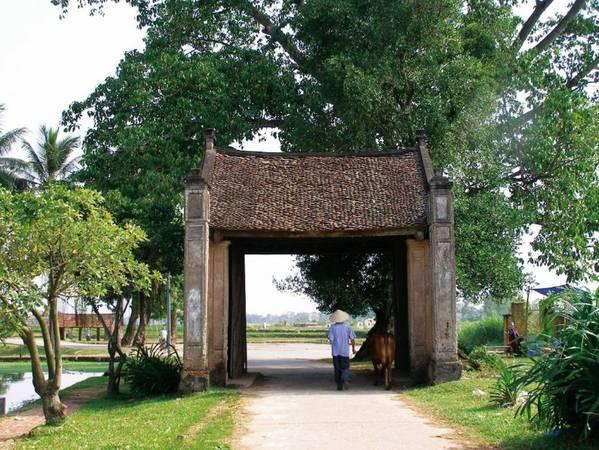 Đường vào làng cổ Đường Lâm.