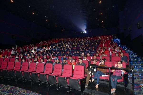 """Rạp chiếu phim là nơi hẹn hò """"cổ điển"""" của các cặp tình nhân."""