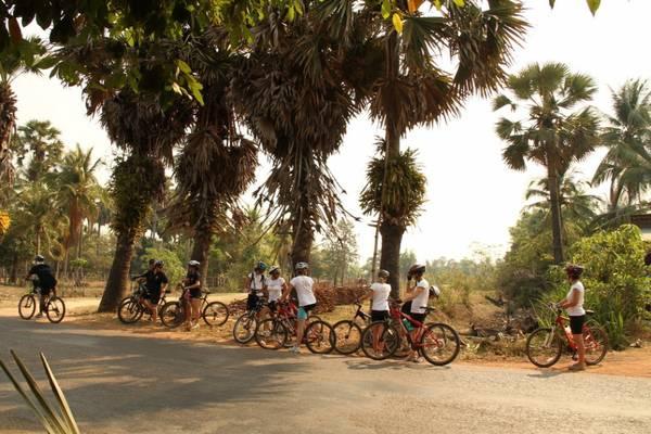 Khám phá Angkor trên những chiếc xe đạp là một trải nghiệm vô cùng thú vị.