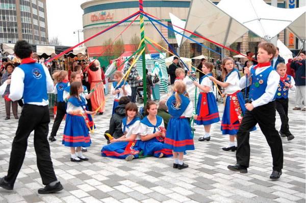Ngày 23/4 hàng năm, trên khắp đất nước Anh và Hy Lạp diễn ra nhiều hoạt động kỷ niệm vị thánh bảo trợ St. George. Ảnh: lutonculture.com