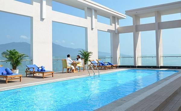 Diamond Sea là khách sạn 4 sao đầu tiên trên bãi biển Mỹ Khê, Đà Nẵng với hồ bơi lớn ngoài trời tại tầng 20.