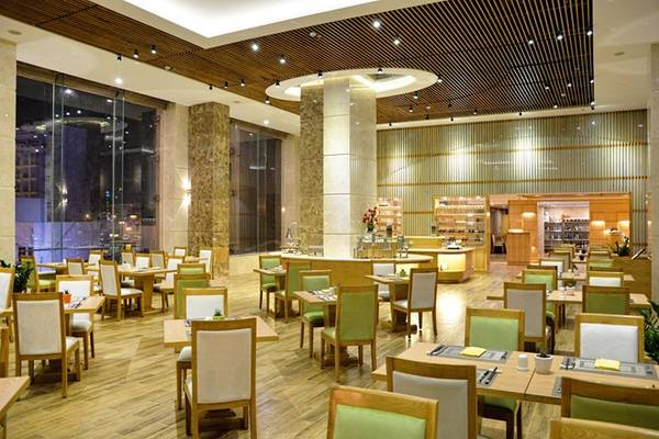 Nhà hàng Honolulu là thế giới ẩm thực đa quốc gia phong phú với các đầu bếp Á Âu.