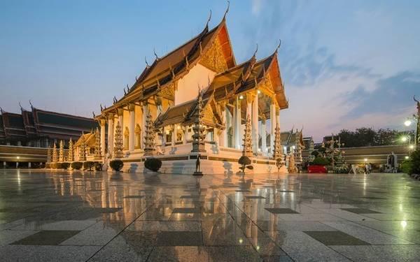 Bangkok: Giá phòng trung bình là 51 Bảng Anh (khoảng 1,67 triệu đồng), giảm 15%.