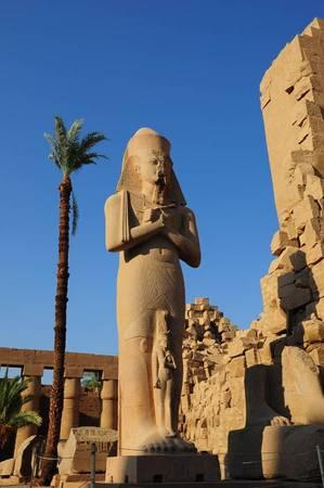 Những bức tượng vẫn đứng vững với thời gian.
