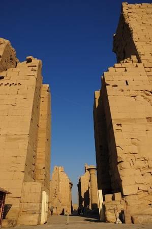 linh-thieng-Karnak -giua-sa-mac-ivivu-4