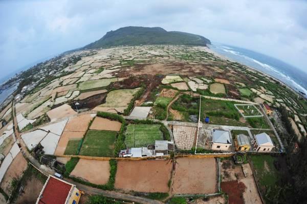 Một góc đảo Lý Sơn nhìn từ trên cao.