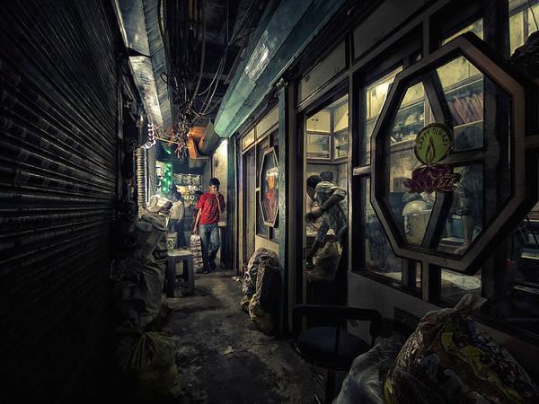 Delhi, Ấn Độ lúc 9:00 PM: 'Dark Corridor' (Hành lang tối), chụp bởi nhiếp ảnh gia Jean-Marc Gargantiel.