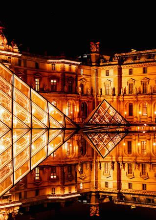 Paris, Pháp lúc 12:00 AM. Tác phẩm 'The Louvre' (Bảo tàng Louvre), chụp bởi nhiếp ảnh gia Philip Newell.