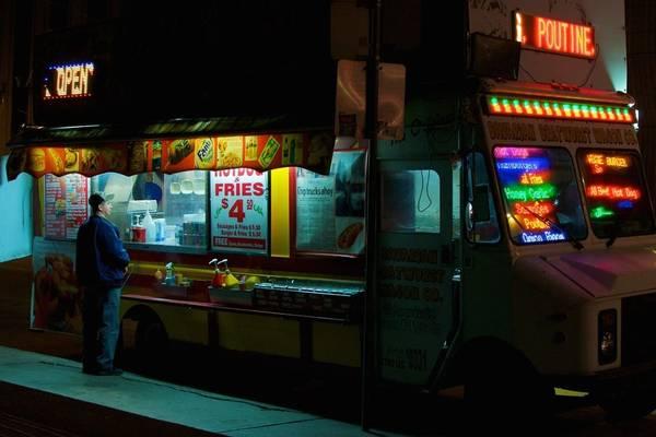 Toronto, Canada lúc 12:00 AM. Tác phẩm 'Midnight Munchies' (Nửa đêm ở Munchies), chụp bởi nhiếp ảnh gia Josh Bergeron.