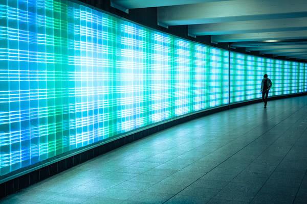Dusseldorf, Đức lúc 03:00 AM. Tác phẩm 'Flow' (Chảy), chụp bởi nhiếp ảnh gia Marius Vieth.