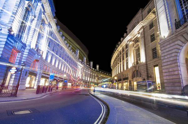 London, Anh lúc 04:00 AM. Tác phẩm 'Curves Regency', chụp bởi nhiếp ảnh gia Lucas More.