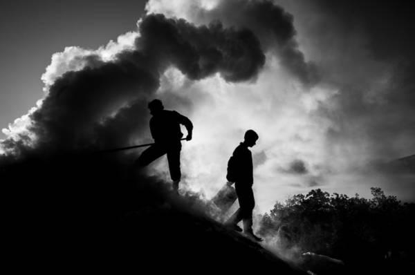 Elazig, Thổ Nhĩ Kỳ lúc 05:00 AM. Tác phẩm 'Smoke Work' (Công việc khói bụi), chụp bởi nhiếp ảnh gia Mustafa Canbay.