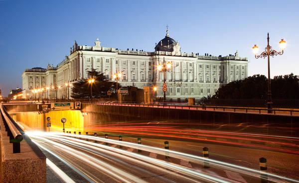 Madrid, Tây Ban Nha lúc 05:00 AM. Tác phẩm 'Royal Palace' (Cung điện Hoàng gia), chụp bởi nhiếp ảnh gia Sergio Martinez Gonzalez.