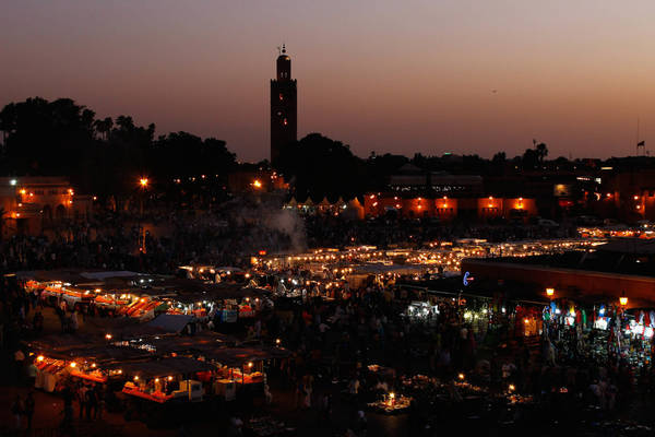 Marrakech, Morocco lúc 10:00 PM. Tác phẩm 'Burning Jemaa el Fina' (Quảng trường Jemaa el Fina), chụp bởi nhiếp ảnh gia Antoine Seignez.