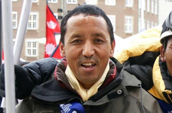 Apa Sherpa và Phurba Tashi là người giữ kỷ lục leo Everest nhiều lần nhất.