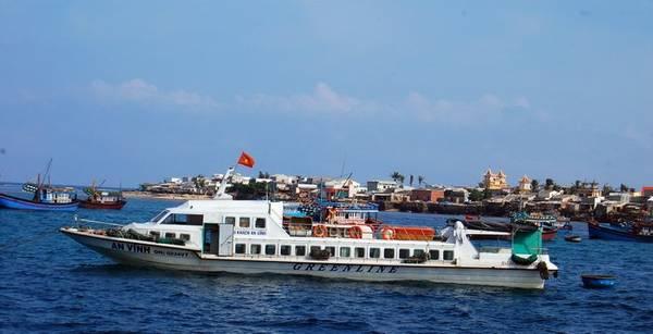 Tàu ra đảo Lý Sơn.