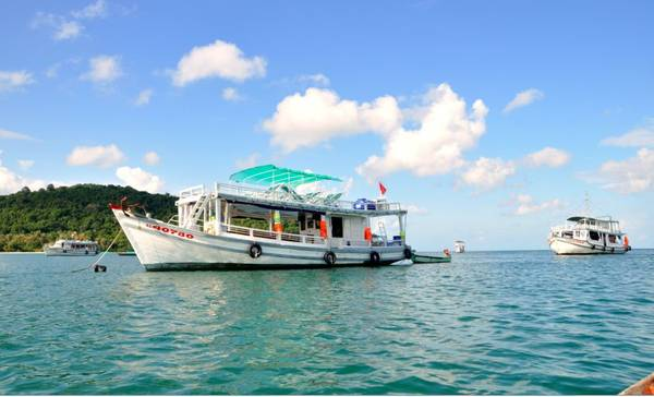 Tàu đi ra đảo Nam Du.