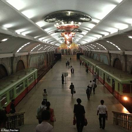 Ga tàu điện ngầm Bình Nhưỡng được trang trí công phu như cung điện Vladivostok, nhưng chỉ có 2 trạm hoạt động
