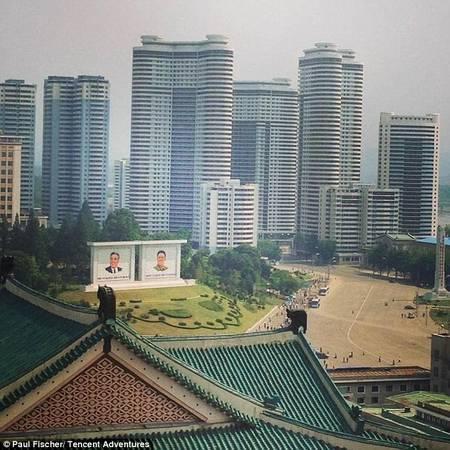 Triều Tiên cấp phép cho một vài đại lý du lịch hoạt động, mỗi năm ngành du lịch kiếm được vài ngàn euro.