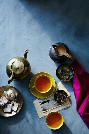 Trước khi có thép, dầu,xe hơi, súng và thậm chí là... Coca-Cola, trà đã có hiện hữu. Châu Á được xem là cái nôi của văn hóa trà trên thế giới.