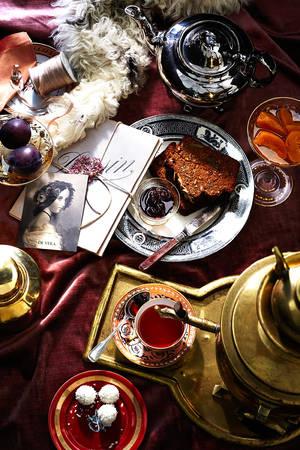Ở Nga, cả trà xanh lẫn trà đen đều được pha trong ấm samovar và không dùng với sữa.
