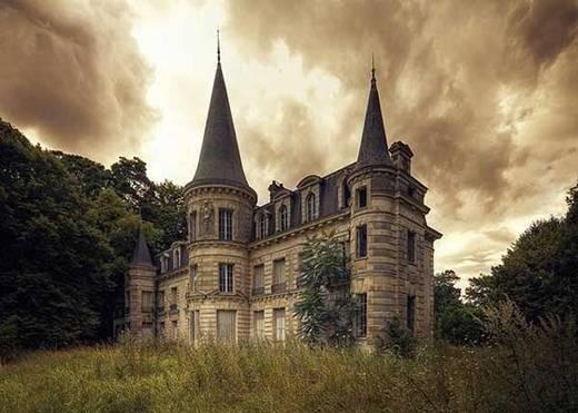 Lâu đài tuyệt đẹp này đã bị bỏ hoang rất lâu ở Pháp.
