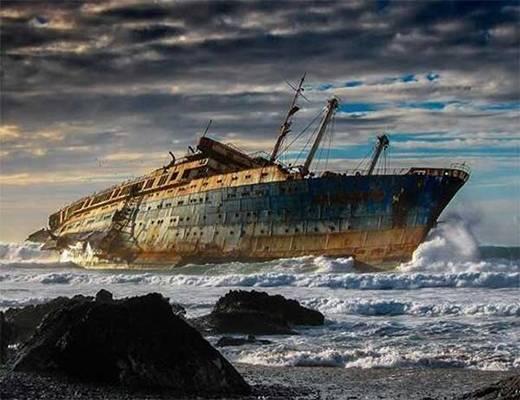 Một tàu hạm bị bỏ hoang của Mỹ, trên bờ biển Fuerteventura, quần đảo Canary.