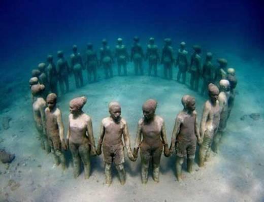 Một tác phẩm điêu khắc dưới nước đầy ám ảnh ở Grenada.