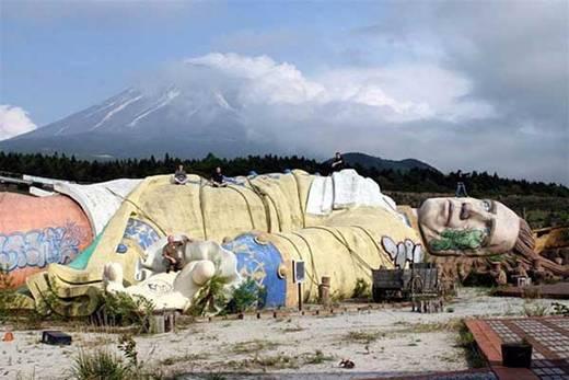 Công viên du lịch bị bỏ hoang Gulliver ở Nhật Bản.