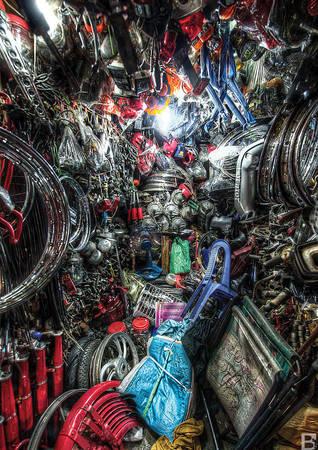 """""""Chợ Nga là một trong những khu chợ tuyệt vời nhất trên thế giới, nơi mà bạn có thể tìm mua được cả phụ tùng xe máy."""""""