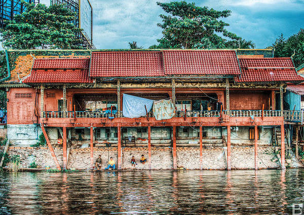 Lời khuyên của Barnaby Jaco Skinner dành cho du khách là hãy thuê một chiếc thuyền nhỏ để chụp ảnh trên sông Mekong và ngắm người dân đang câu cá trên bờ.