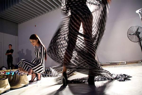 Đây là hình ảnh được Karnow ghi lại trong show diễn thời trang thường niên của nhà thiết kế Đỗ Mạnh Cường.