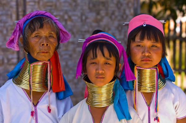 Nhiều phụ nữ Padaung tự hào vì vẫn giữ được truyền thống đeo vòng cổ đến ngày hôm nay. Ảnh: blaineharrington.photoshelter.com.
