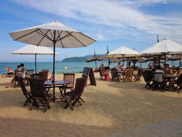 Nha Trang là điểm đến được rất nhiều du khách nước ngoài yêu thích. Ảnh: Alexinwanderland