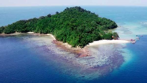 Đảo Sapi chỉ cách Kota Kinabalu khoảng 20 phút ngồi tàu. Ảnh: Lipstiq.com